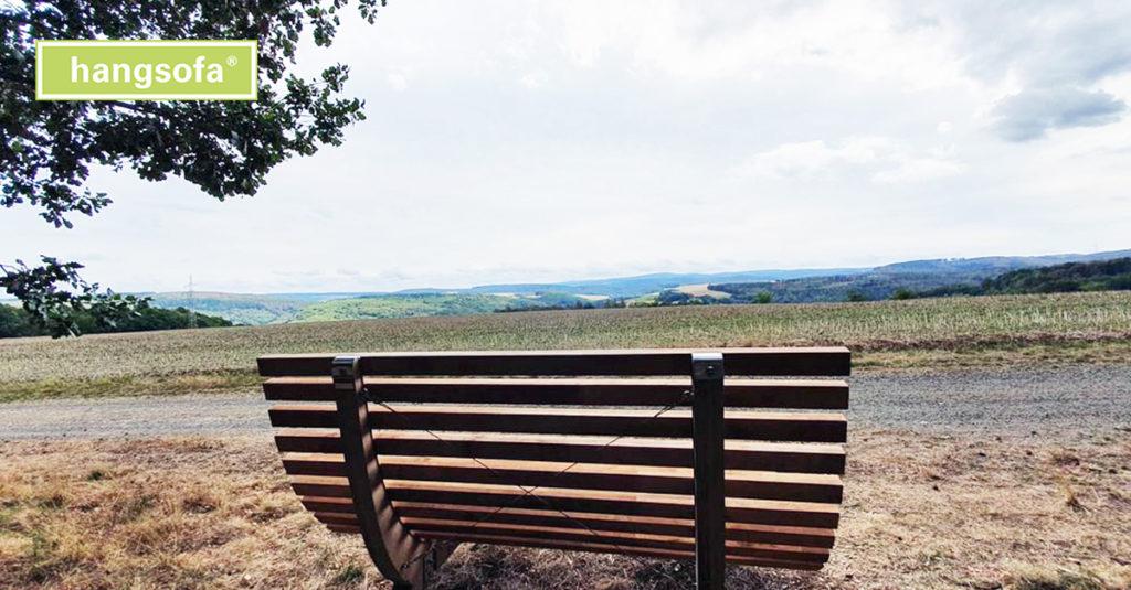 Panoramaliege am Wegrand