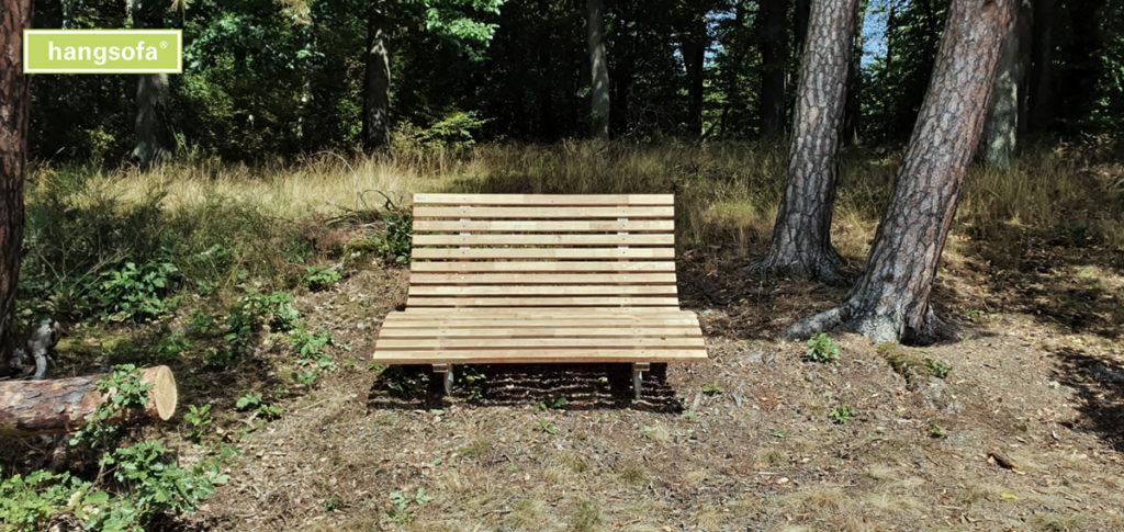 Waldsofa im Nadelwald